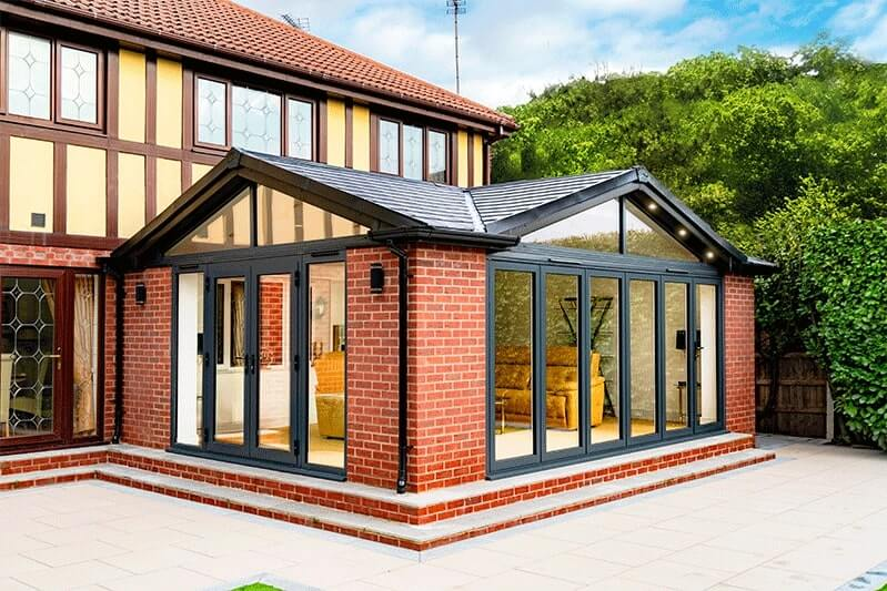 Extension with 4 Season Roof